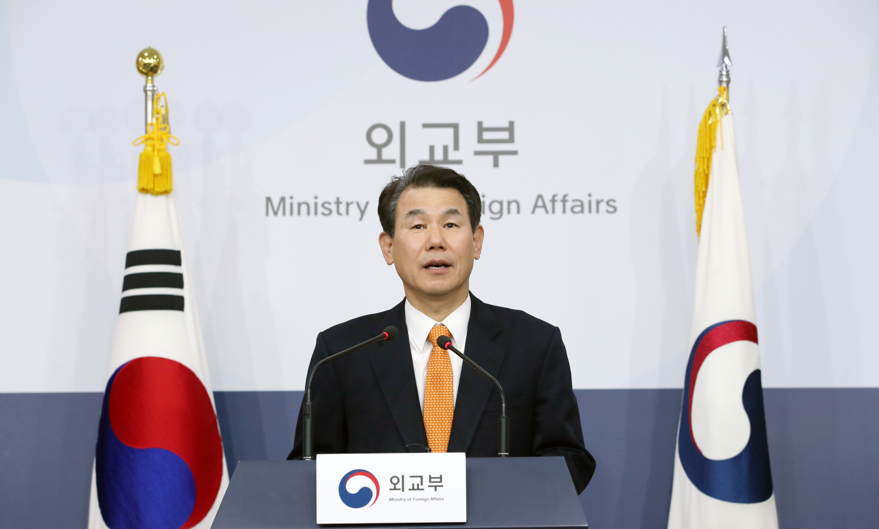 Jeong Eun-bo, South Korea's chief negotiator in defense cost-sharing talks with the US speaks during a regular press briefing at the Ministry of Foreign Affairs in Seoul, Tuesday. (Yonhap)