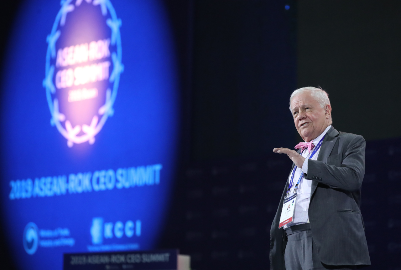 Jim Rogers, chairman of Rogers Holdings, speaks at the ASEAN-ROK CEO Summit held on Monday in Busan. (Yonhap)