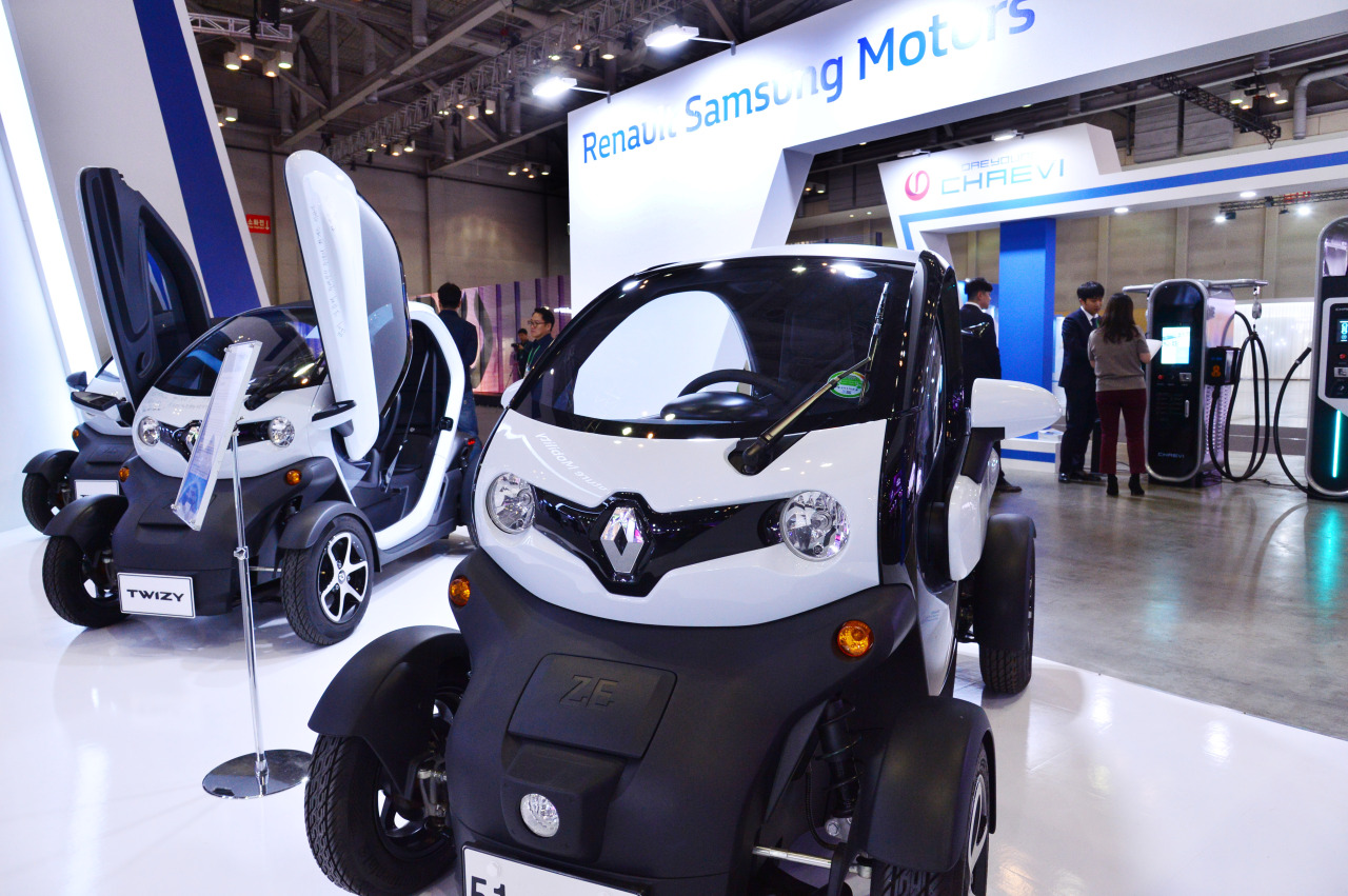Renault Samsung Motors displays the electric car Twizy during the ASEAN-ROK Innovation Showcase 2019 at Bexco in Busan on Monday. (Park Hyun-koo/ The Korea Herald)