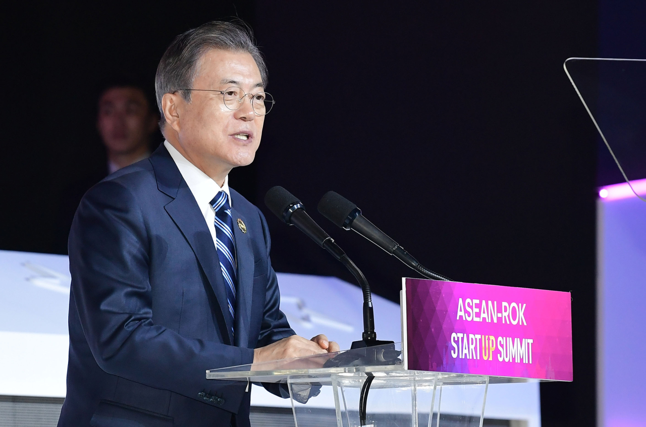 President Moon Jae-in speaks during the ASEAN-ROK Startup Summit at Bexco in Busan on Tuesday. (Yonhap)
