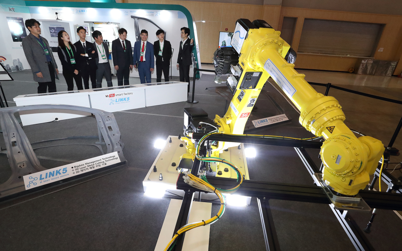 KT showcases its smart factory platform in its booth at Bexco on Monday. (KT)