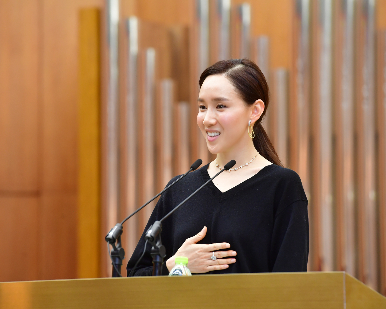 Seo Hee speaks at Seoul Cyber University on Monday. (Seoul Cyber University)
