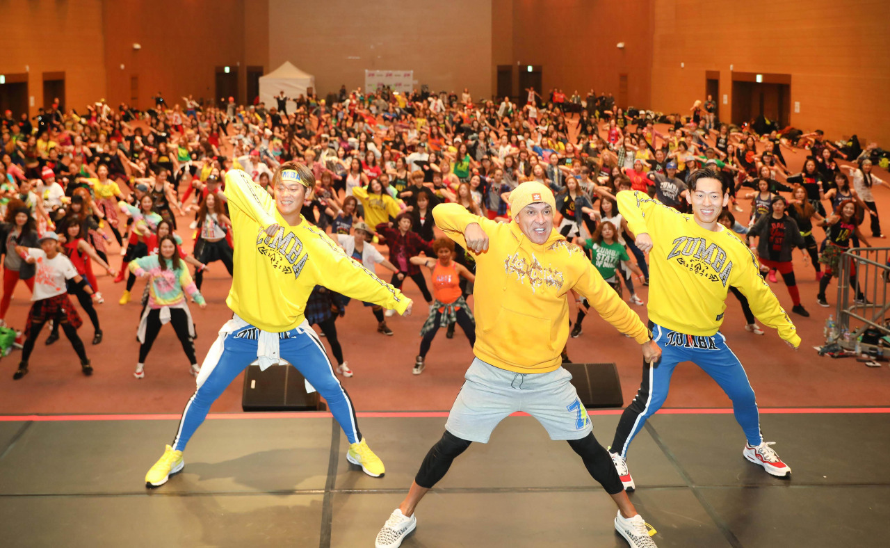 Zumba instructors in Korea gathered at Kintex in Ilsan, Gyeonggi Province, practice choreographies with Beto Perez on Nov.24. (Zumba Fintess)