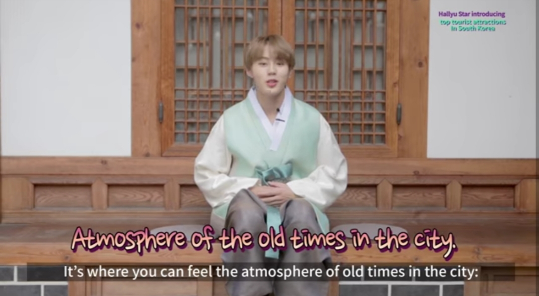 Ha Sung-woon visits Jongno district to show hanok and street foods. (Korea Tourism Organization's YouTube channel)