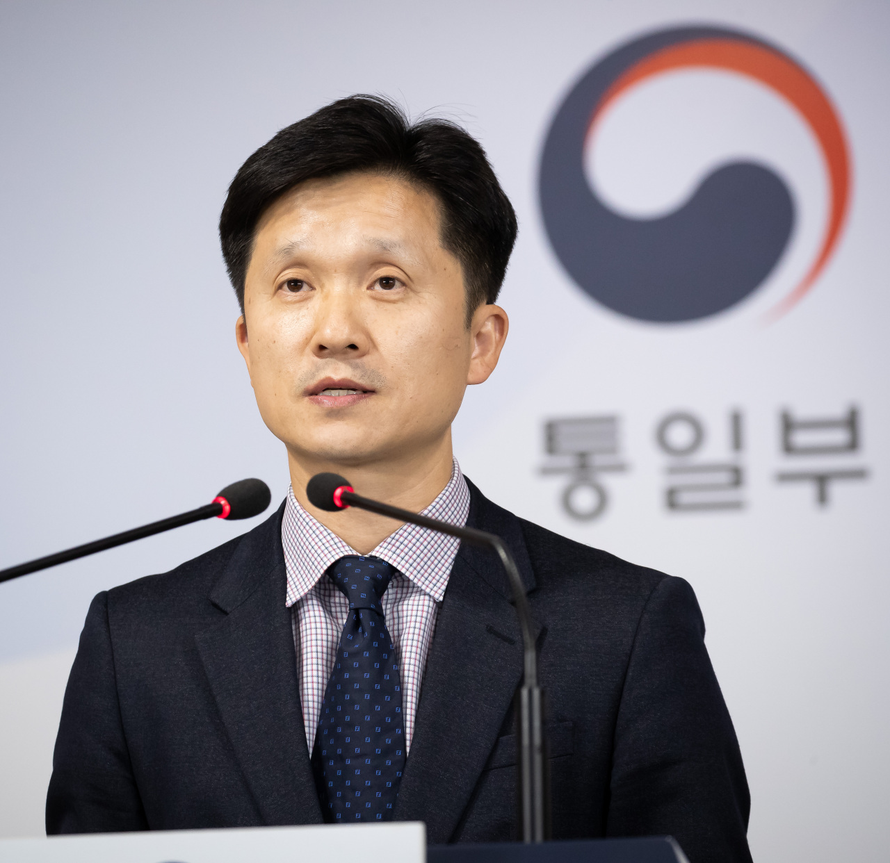 Unification Ministry spokesperson Lee Sang-min holds a press briefing on the deportation of North Korean fishermen at the Government Complex Seoul in downtown Seoul on Nov. 7, 2019. (Yonhap)