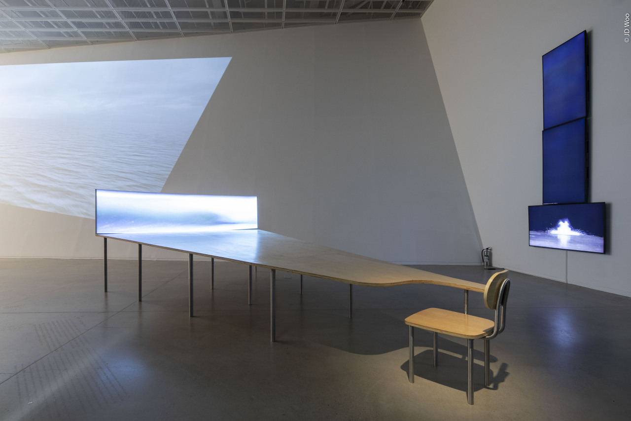 "An installation view of Gary Hill's ""Learning Curve"" (1993), part of Suwon IPark Museum of Art's exhibition ""Gary Hill: Momentombs"" (Courtesy of the artist)"