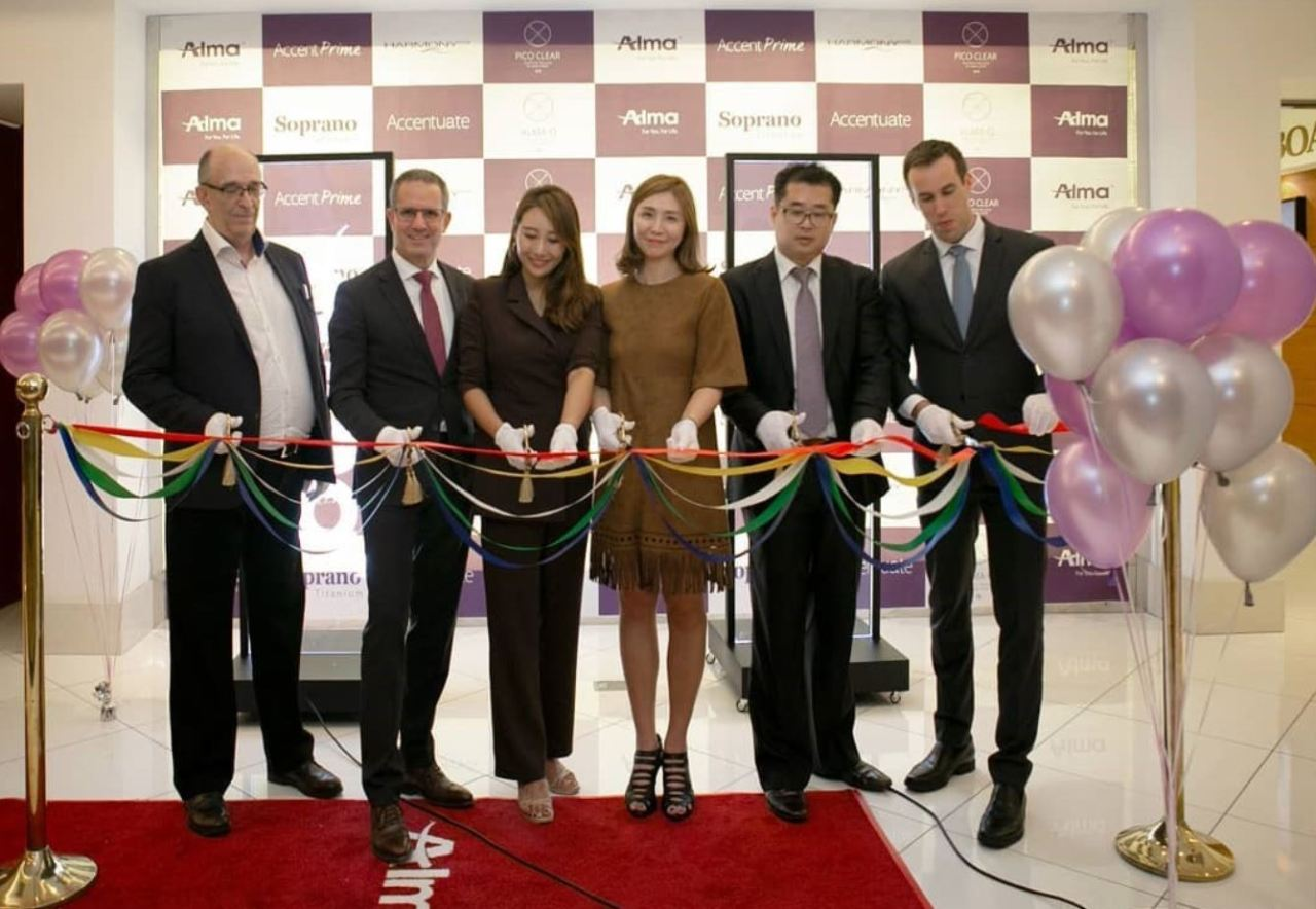 Lior Dayan, second from left, attends the opening ceremony for the Alma Korea office in September 2019. (Alma Korea)