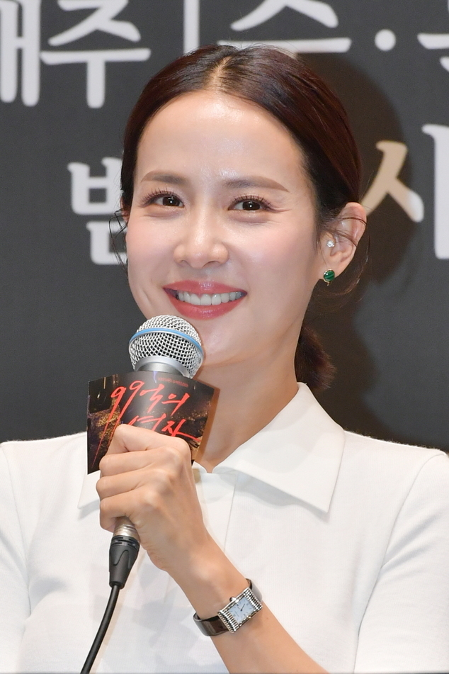 "Cho Yeo-jeong speaks at the premiere for drama series ""Woman of 9.9 billion,"" Tuesday. (KBS)"