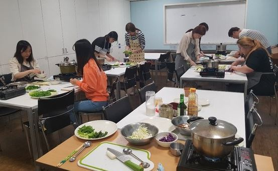 The Office of Guro-gu, Seoul, leads a cooking class for residents who live alone earlier this year. (Guro Ward)