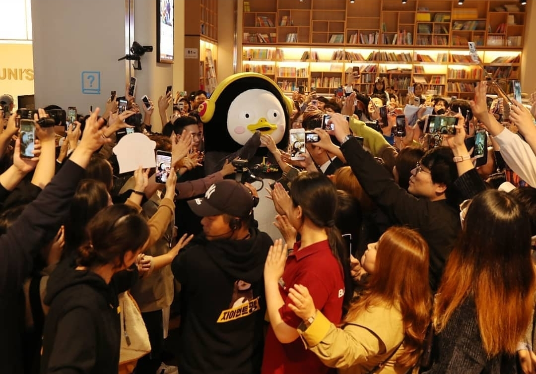 Pengsoo fans flock to a fan meeting in Busan in October. (giantpengsoo Instagram)