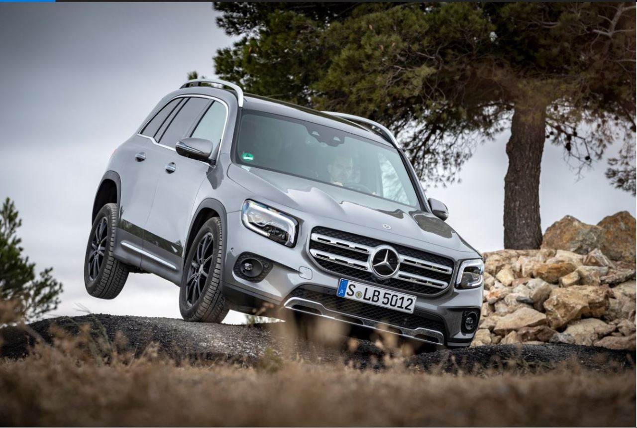 The GLB 200d 4MATIC descends from a hill during an off-road experience session held in Andalusia, Spain, on Nov. 24. (Mercedes-Benz)
