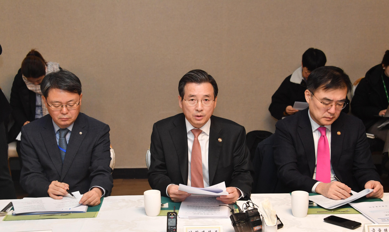 Kim Yong-beom (center), first vice minister of finance, chairs a macroeconomy-finance meeting at the Seoul Government Complex on Monday. (Ministry of Economy and Finance)