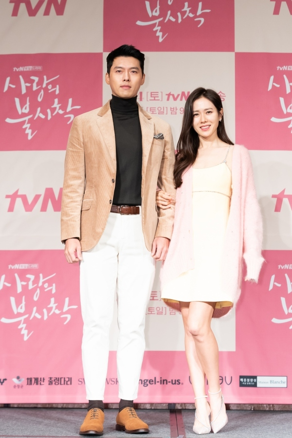 "Hyun Bin and Son Ye-jin pose at a press event for the new drama series ""Crash Landing on You"" at Four Seasons Hotel Seoul in Gwanghwamun, central Seoul. (CJ ENM)"