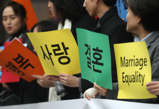 Sexual minorities and activists speak to the press in front of the National Human Rights Commission of Korea building in Seoul before filing a petition for the legalization of gay marriage on Nov. 13. (Yonhap)