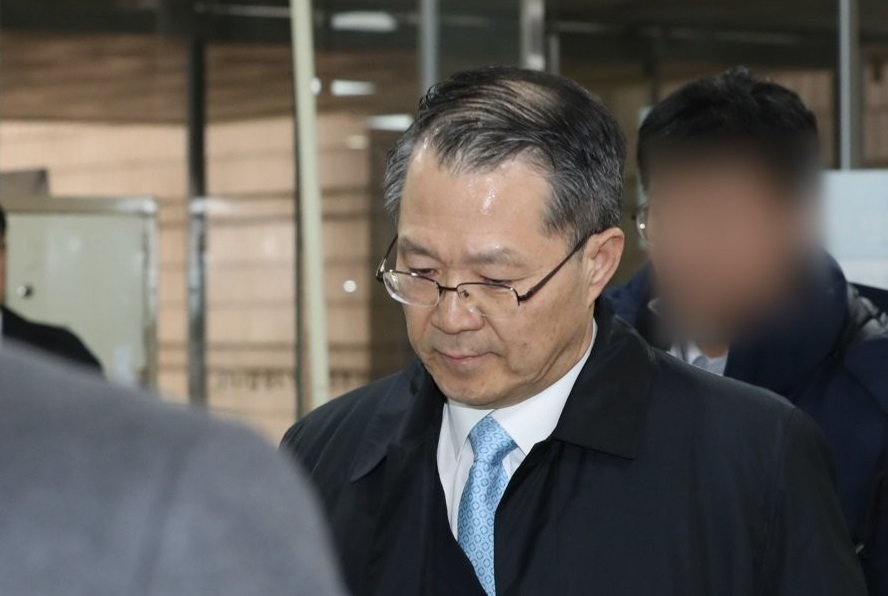 Samsung Electronics Co. Vice President Kang Kyung-hoon is seen at the Seoul Central District Court in southern Seoul to attend the court's ruling on Dec. 13, 2019. (Yonhap)
