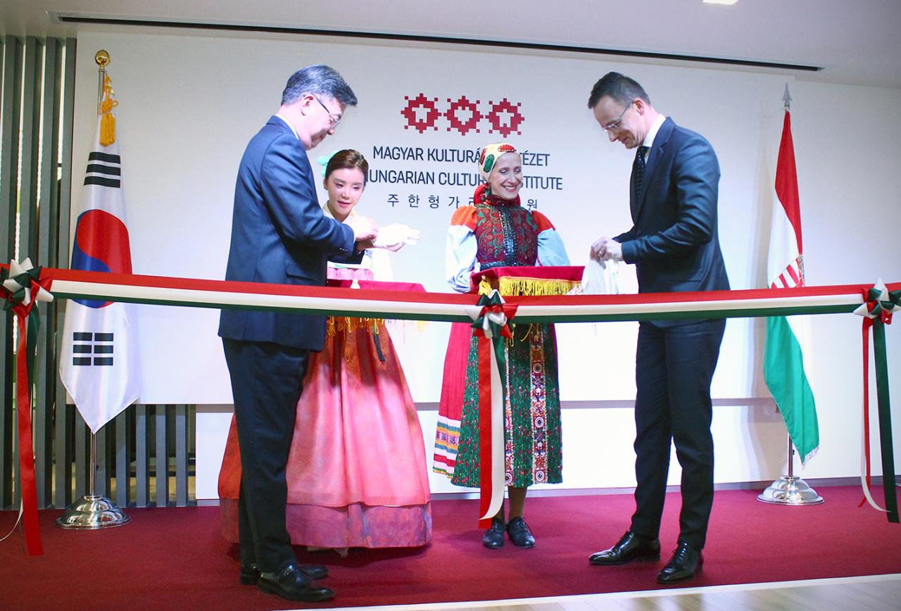 Hungarian Minister of Foreign Affairs and Trade Peter Szijjarto (right) attends the opening ceremony of the Hungarian Cultural Institute in central Seoul on Dec. 12. (Embassy of Hungary in Korea)
