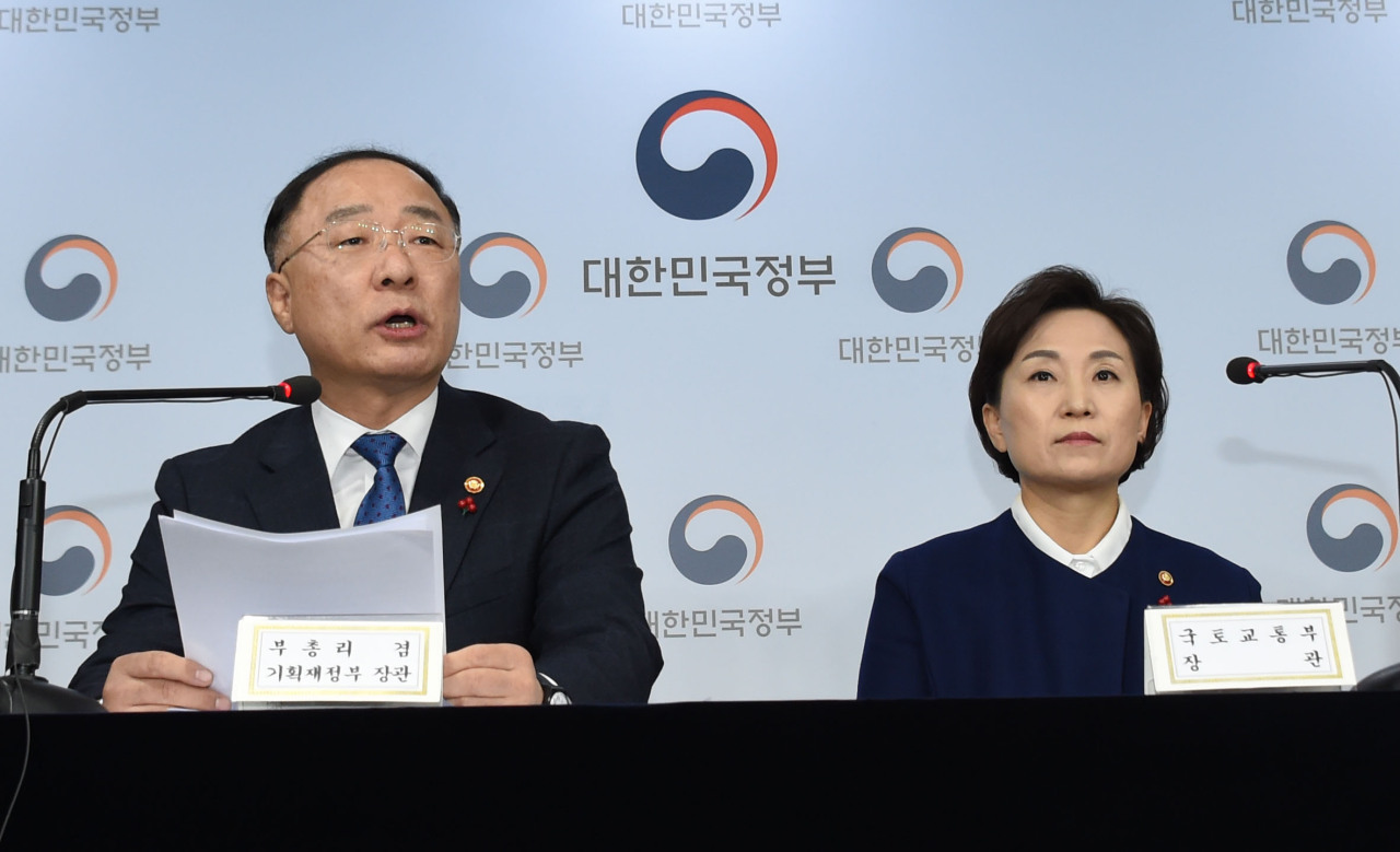 Deputy Prime Minister and Finance Minister Hong Nam-ki (left) and Land Minister Kim Hyun-mee sit in an urgent press briefing on housing regulations. (Ministry of Economy and Finance)