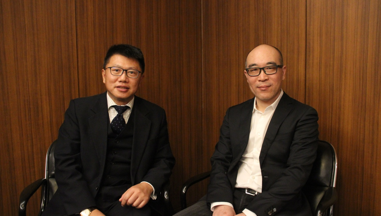 Shanghai Data Exchange's Vice President Lu Yong (left) and COO Shen Xiangyu (Lim Jeong-yeo/The Korea Herald)