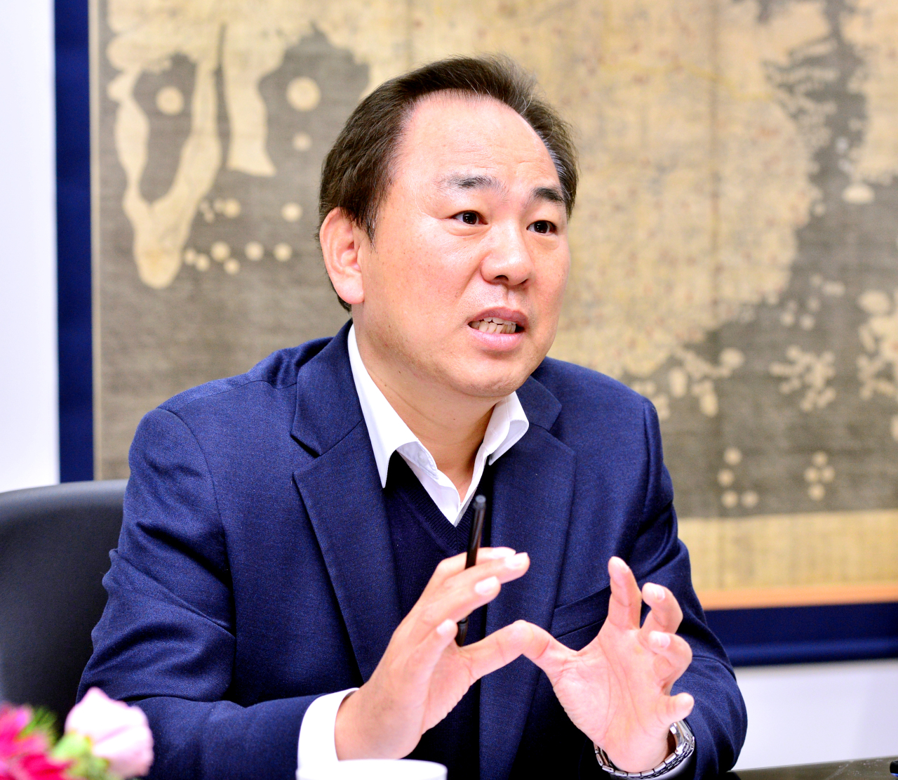 President of the Korea Immigration Service Foundation Kim Do-gyun speaks to The Korea Herald at his office in Yangcheon-gu, southwestern Seoul. (Park Hyun-koo/The Korea Herald)