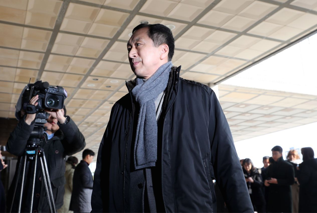 Former Ulsan Mayor Kim Gi-hyeon appears at the Seoul Central District Prosecutors' Office on Sunday. (Yonhap)