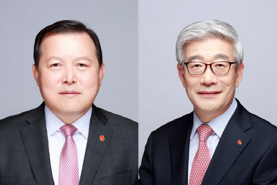 Lotte Corp. Vice Chairman Hwnag Kak-kyu (left) and Song Yong-deok (right) (Lotte Corp.)