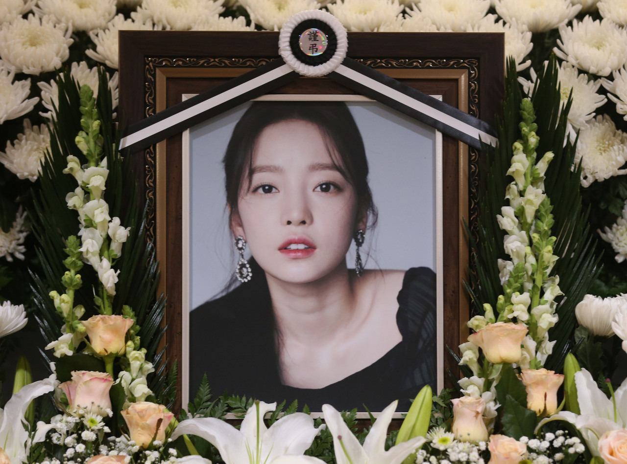 A memorial to Goo Hara at St.Mary's Hospital in Seoul (Yonhap)