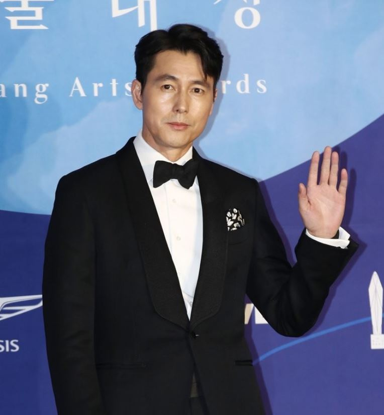 Jung Woo-sung poses at the 55th Baeksang Arts Awards ceremony on May 1, 2019. (Yonhap)