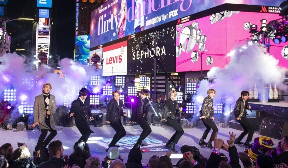 This photo shows BTS performing at the Times Square New Year`s Eve celebration on Tuesday, Dec. 31, 2019, in New York. (Yonhap)