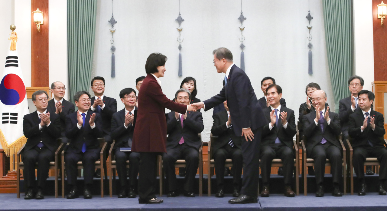 New Justice Minister Choo Mi-ae shakes hands with President Moon Jae-in after receiving the letter of appointment at Cheong Wa Dae in Seoul on Thursday. (Yonhap)