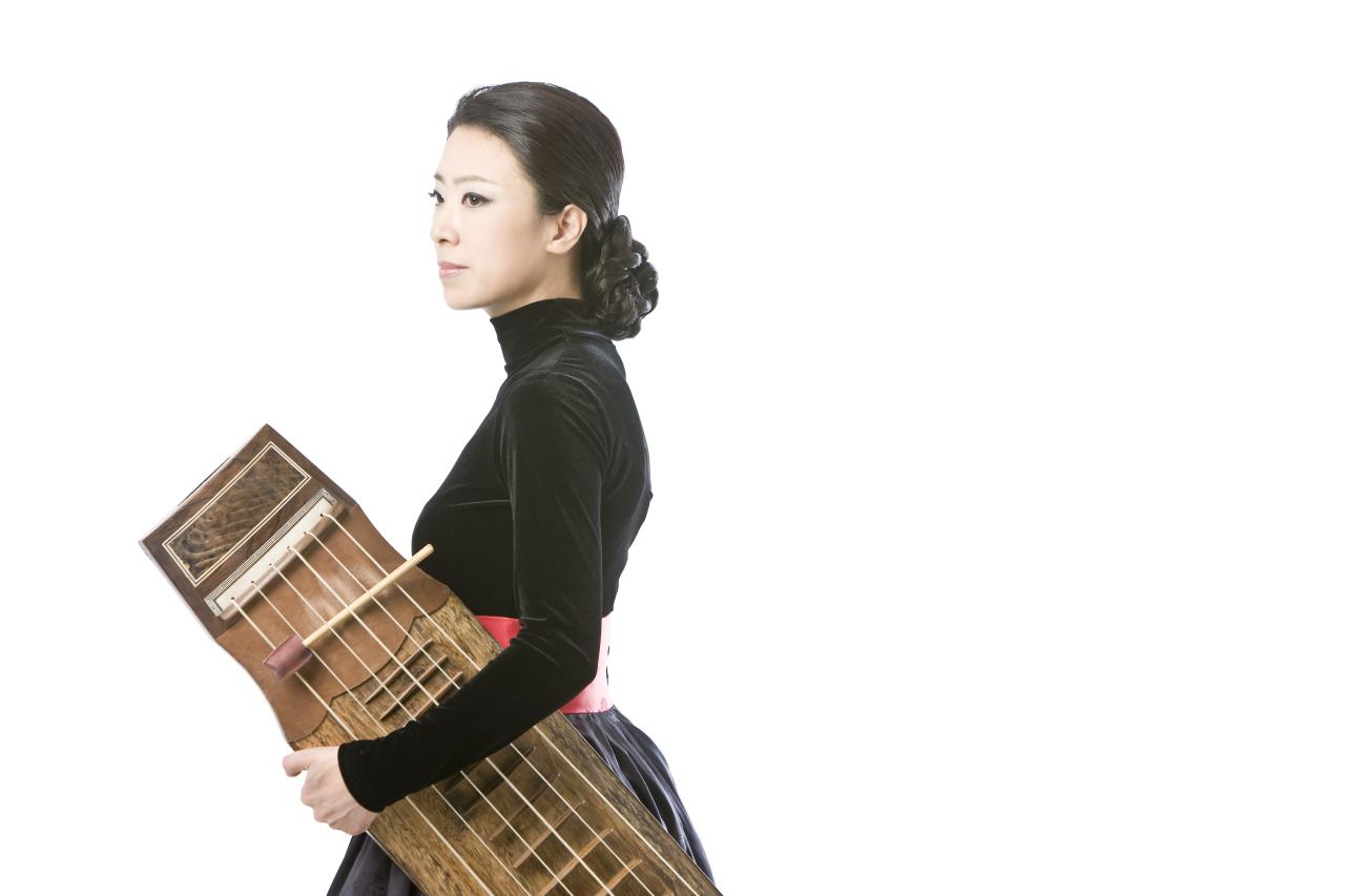 Geomungo virtuoso Heo Yoon-jeong (Nplug)