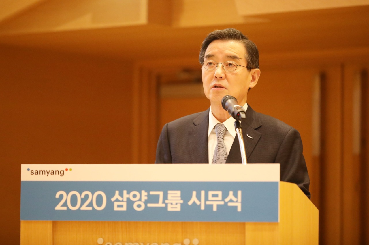 Samyang Group Chairman Kim Yoon delivers his New Year's speech at the Samyang Discovery Center in Pangyo, Seongnam, on Thursday. (Samyang)