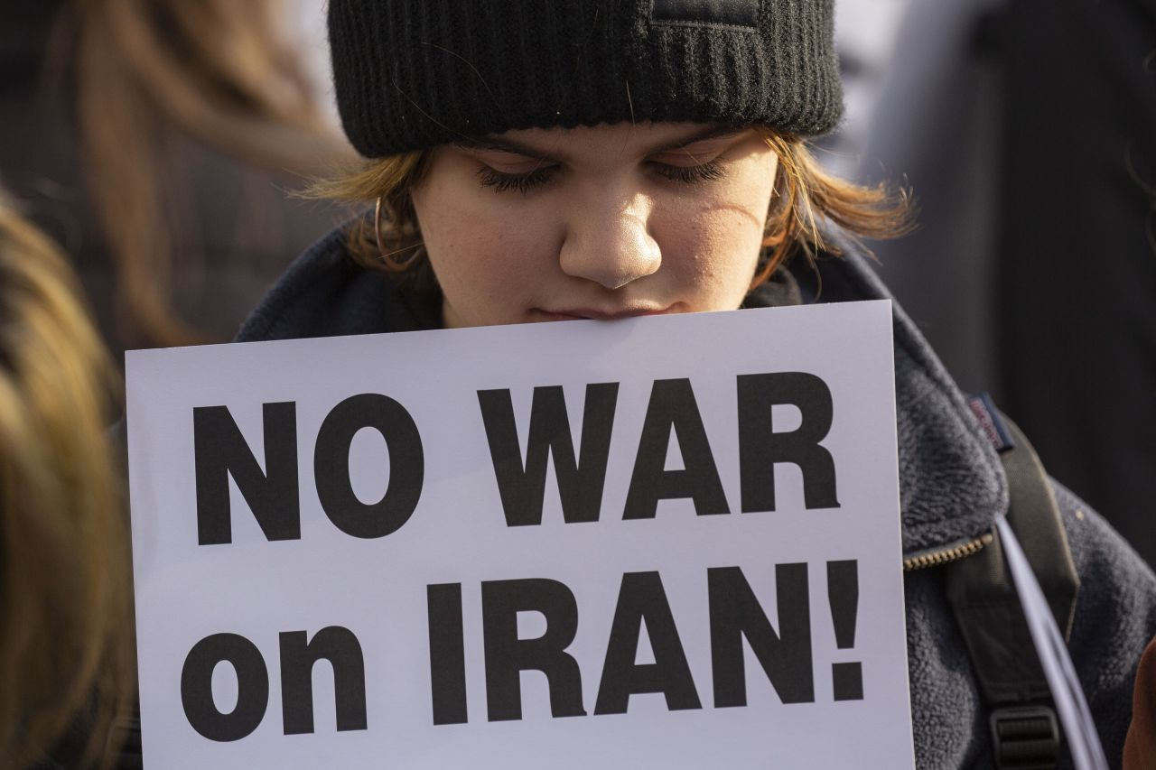 An anti-war demonstrator holds a sign during a rally on Saturday in Seattle, Washington. Groups held rallies across the US Saturday in response to increased tensions in the Middle East as a result of a US airstrike that killed an Iranian general last week. (AFP-Yonhap)