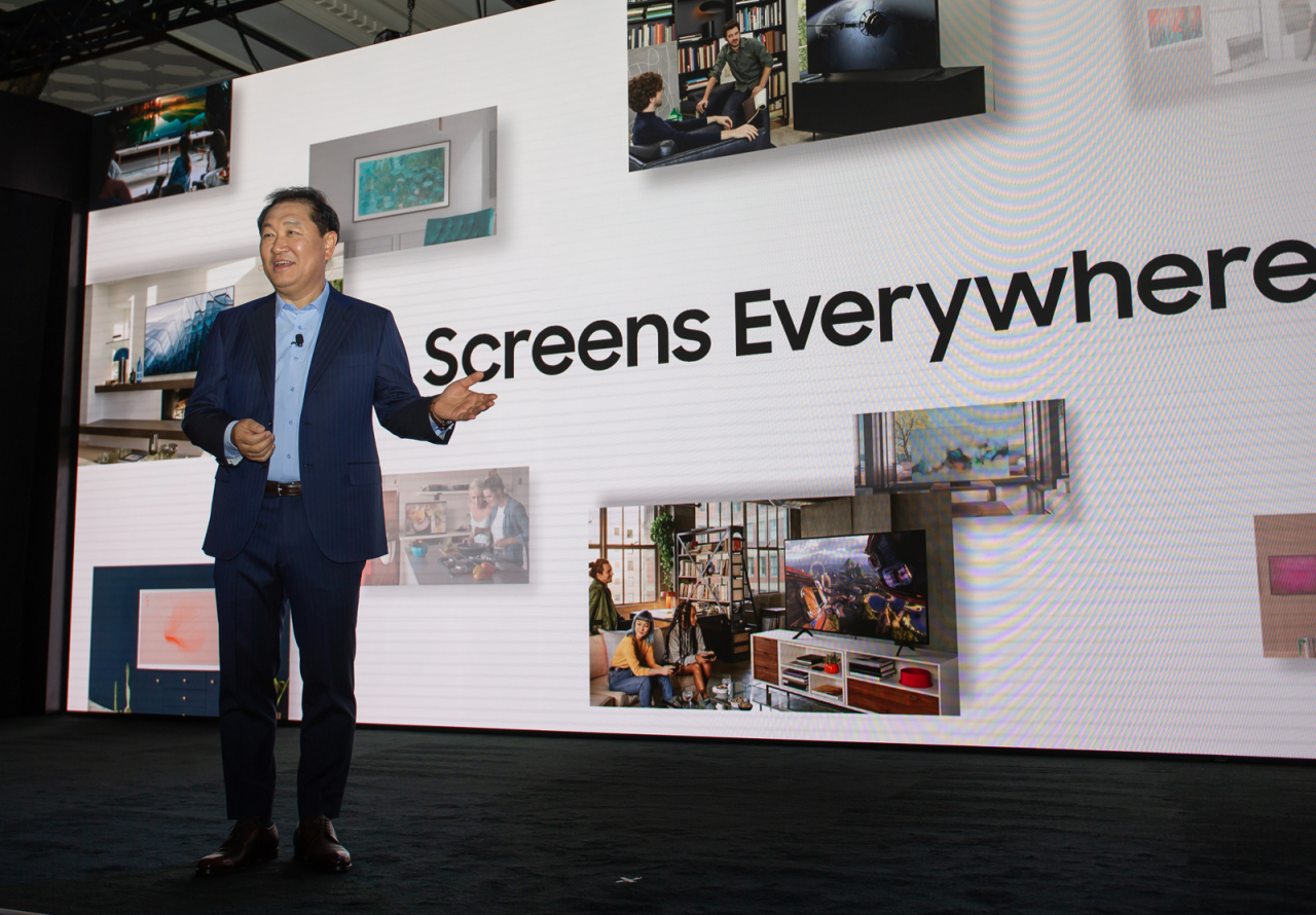 "Han Jong-hee, president of visual displays at Samsung Electronics, shares the company's vision of ""Screen is Everywhere"" in Las Vegas on Sunday. (Samsung Electronics)"