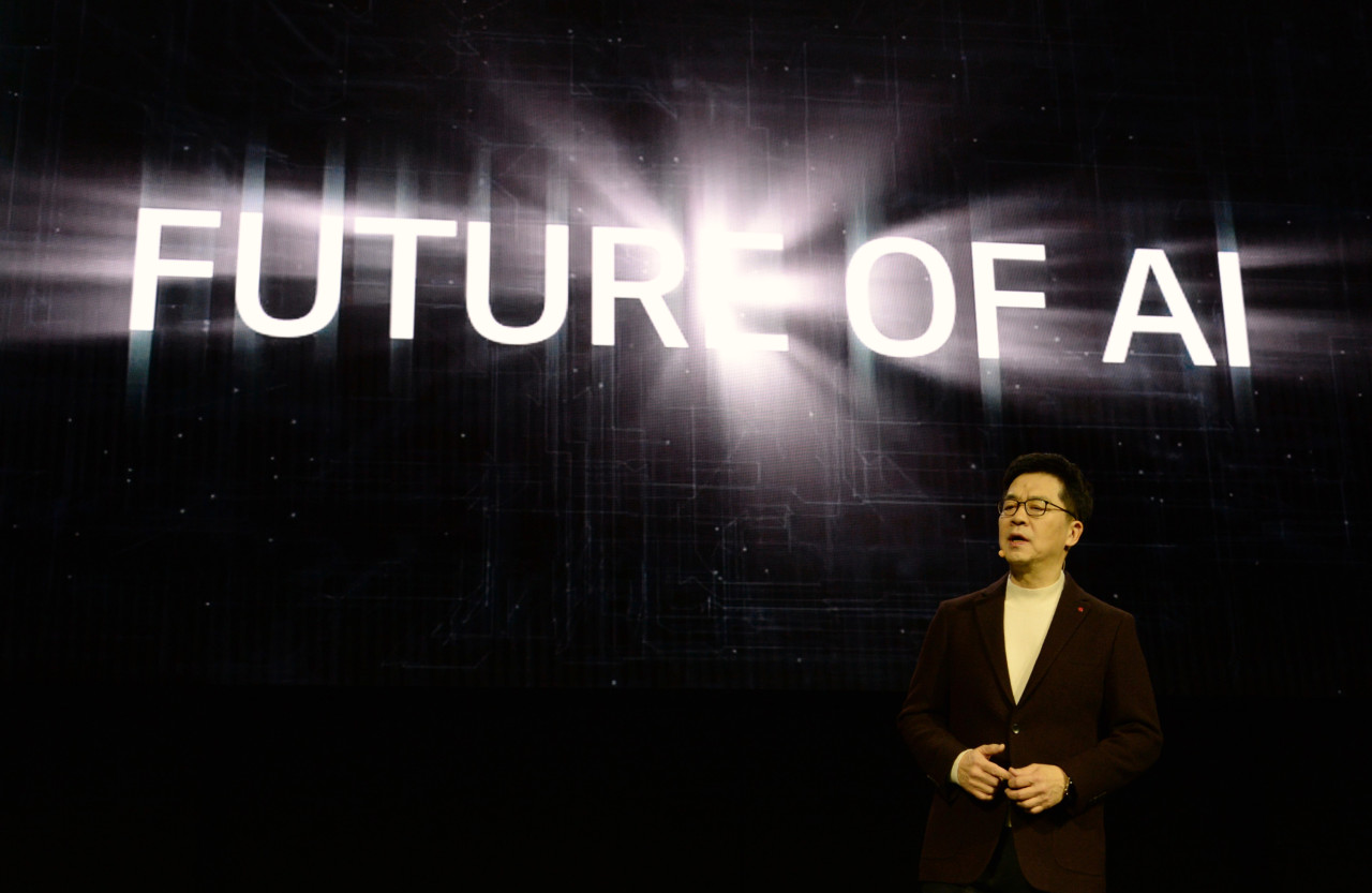 LG Electronics CTO Park Il-pyung announces the Levels of AI Experience during a press conference held in Las Vegas on Monday. (LG Electronics)