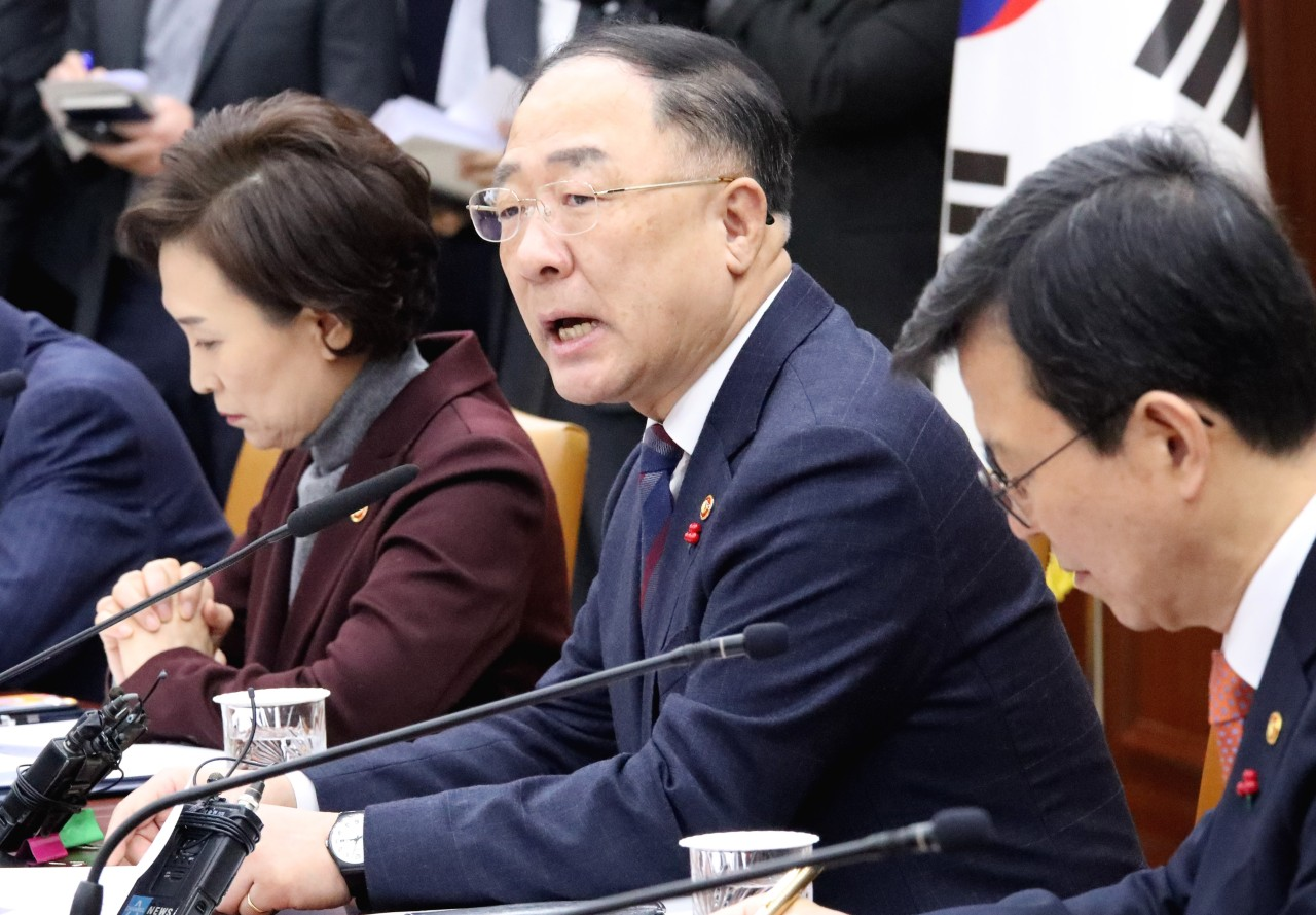 Deputy Prime Minister and Finance Minister Hong Nam-ki speaks at a policy meeting with other ministers at Government Complex Seoul in Gwanghwamun, central Seoul, Friday. (Yonhap)