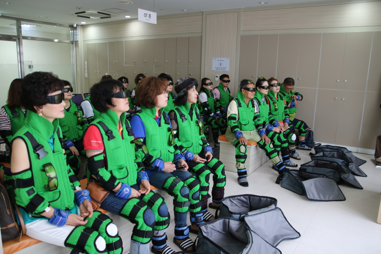 Participants at a center for the aged society experience life as seniors in the future via virtual reality devices. (Miraeseum Seongnam Senior Complex)