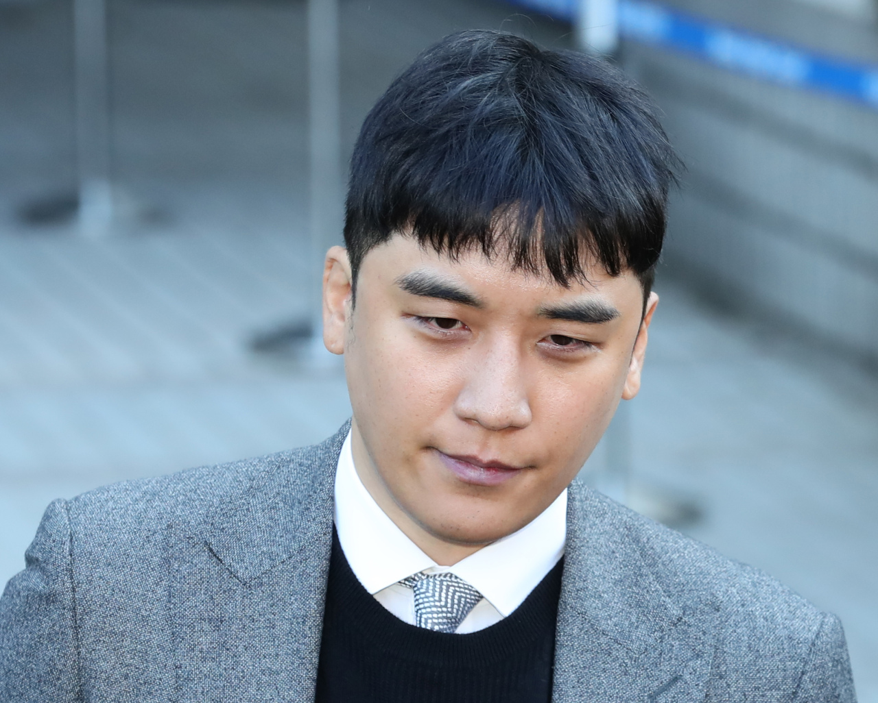 Seungri appears at Seoul Central District Court on Monday. (Yonhap)