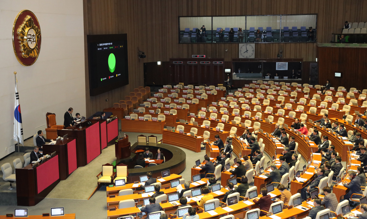 During the Monday plenary session, the National Assembly passed a set of bills granting police an unprecedented investigative jurisdiction. (Yonhap)