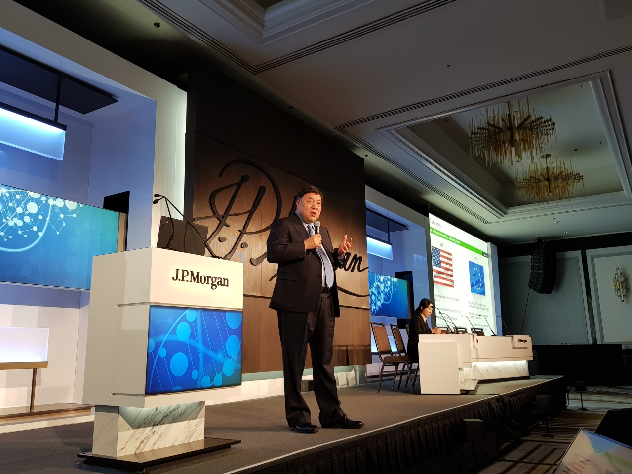 Celltrion Chairman Seo Jung-jin gives a presentation at the JP Morgan Healthcare Conference 2020 in San Francisco. (Joint Press Corps.)