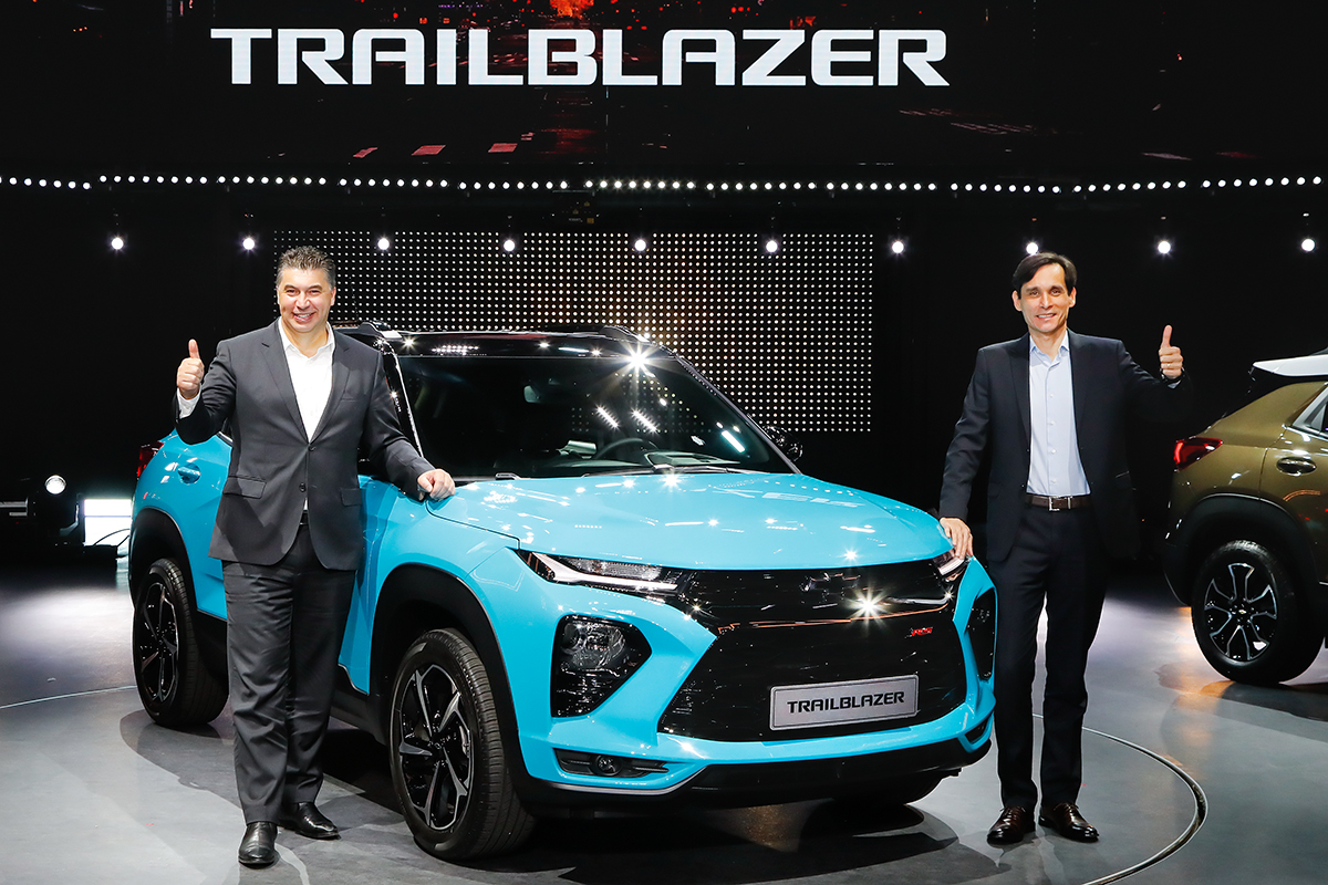 GM Korea CEO Kaher Kazem (left) and Vice President Cesar Toledo (right) pose for a photo with the Trailblazer during its launch event in Incheon on Friday. (GM Korea)