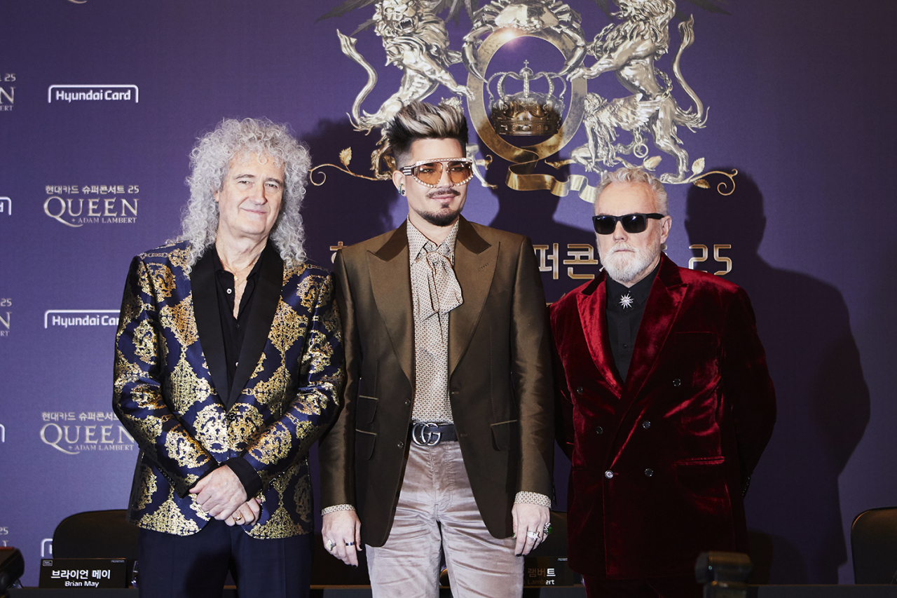Members of Queen, Brian May (left) and Roger Taylor (right), and vocalist Adam Lambert pose for photos at a press conference at Conrad Seoul Hotel on Thursday. (Hyundai Card)