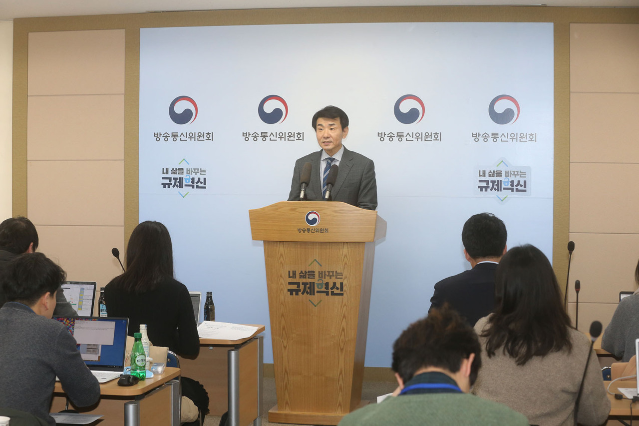 Huh Wook, the vice chairman of the KCC, speaks during a briefing held at the KCC, Monday. (KCC)