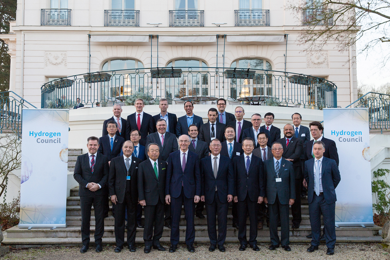 Hyundai Motor Group Executive Vice Chairman Chung Euisun (front row, fourth from right) poses with global CEOs during the Hydrogen Council's annual CEO event in Paris on Monday. (Hyundai Motor Group)