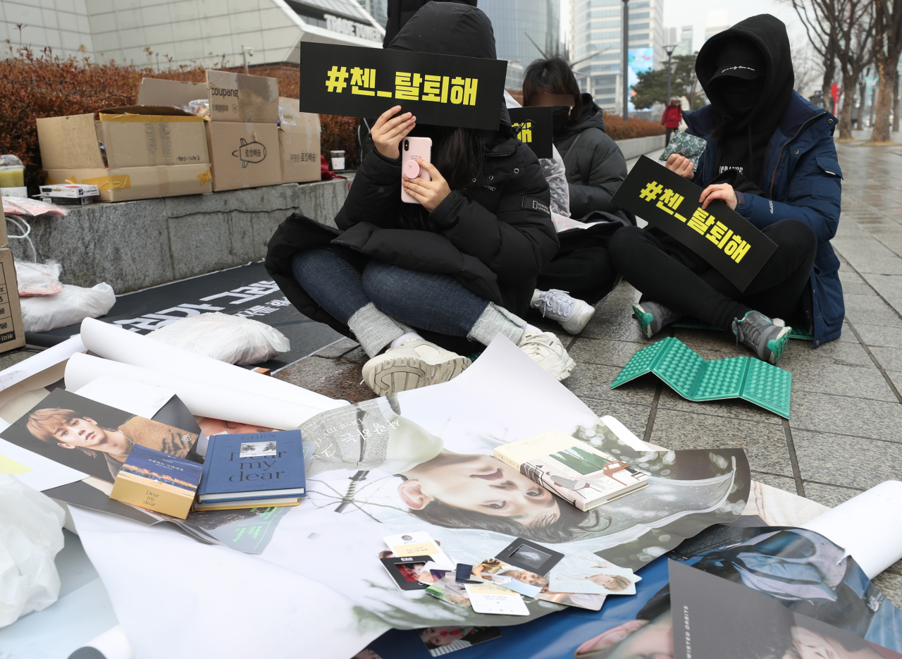 A group of EXO fans protest just outside Coex in Gangnam on Sunday. (Yonhap)