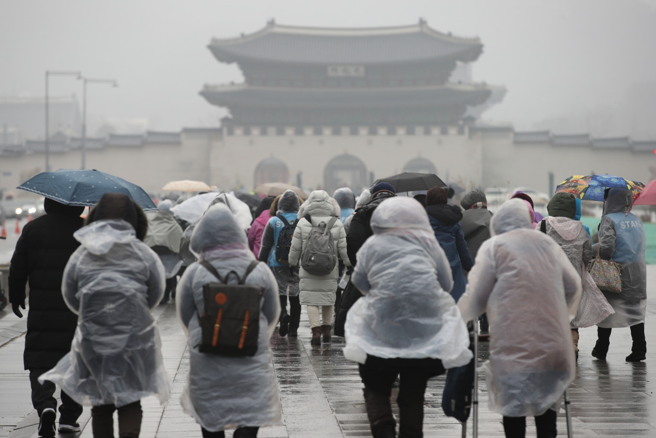 People walking through Gwanghwamun square (Yonhap)