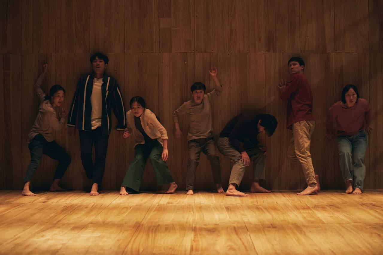"Theater troupe Tuida performs ""Human Fuga"" at the Namsan Arts Center at a press event held in November 2019. (Lee Seung-hee/Namsan Arts Center)"
