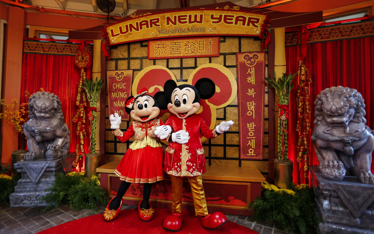 Mickey and Minnie Mouse pose for photos in traditional Chinese costume during a Lunar New Year celebration at Disney's California Adventure Park in Anaheim, California, Jan. 17, 2020. (Xinhua-Yonhap)
