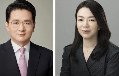 Hanjin Group Chairman Cho Won-tae (left) and former Korean Air Vice President Cho Hyun-ah (right) Korean Air