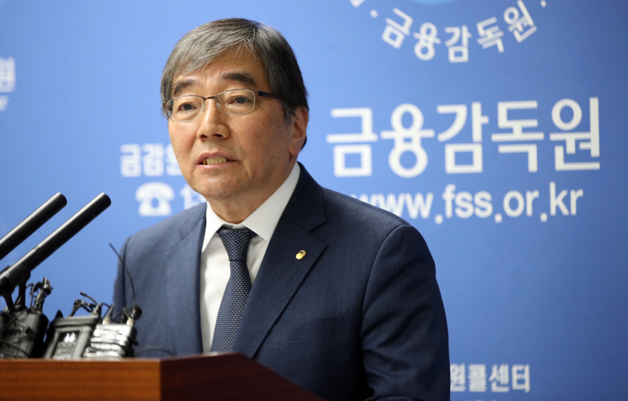 The Financial Supervisory Service Gov. Yoon Suk-heun speaks Thursday in a press briefing on the organization's reshuffle plan. (Yonhap)