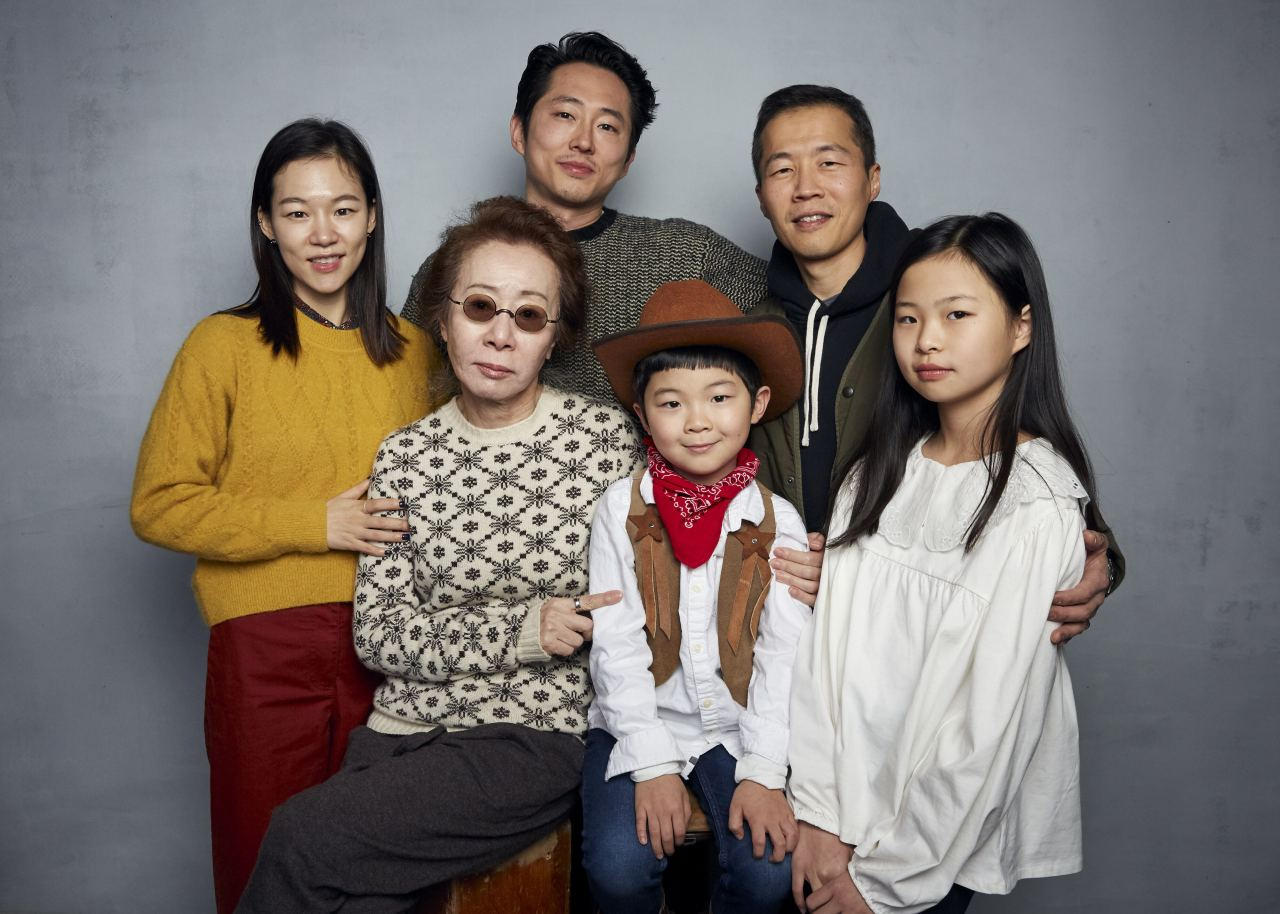 "Caption--Han Ye-ri (from top left), Steven Yeun, director Lee Isaac Chung, Youn Yuh-jung (from bottom left), Alan Kim, and Noel Cho pose for a photo while promoting the film ""Minari"" at the Music Lodge during the Sundance Film Festival on Monday in Park City, Utah. (AP)"